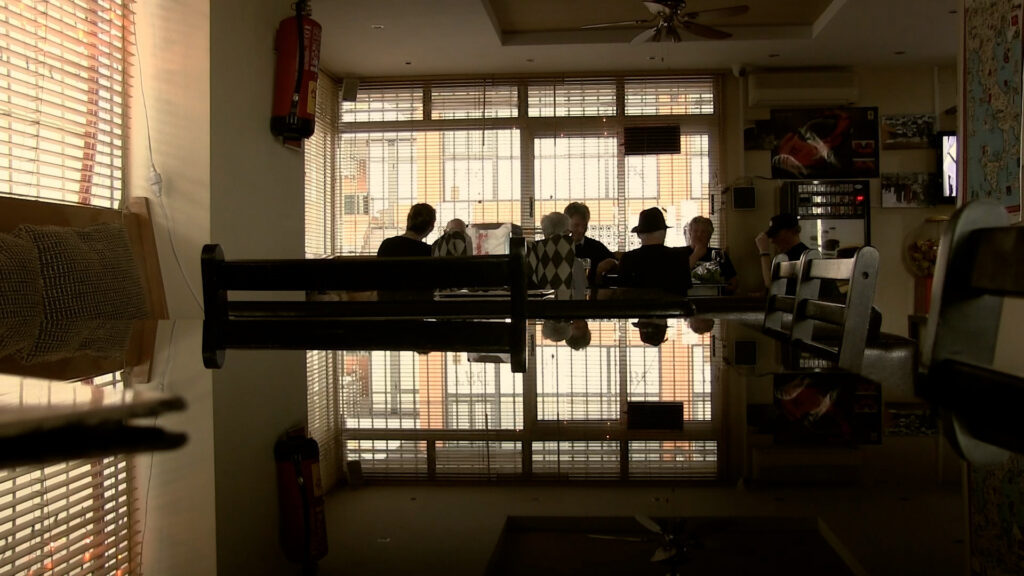 """Filmen """"Fragment ur sångfåglarnas dagbok"""" handlar en kör med ett gäng gubbar som sjunger hellre en bra. Premiär online den 9 mars. Foto: Marionettfilm"""